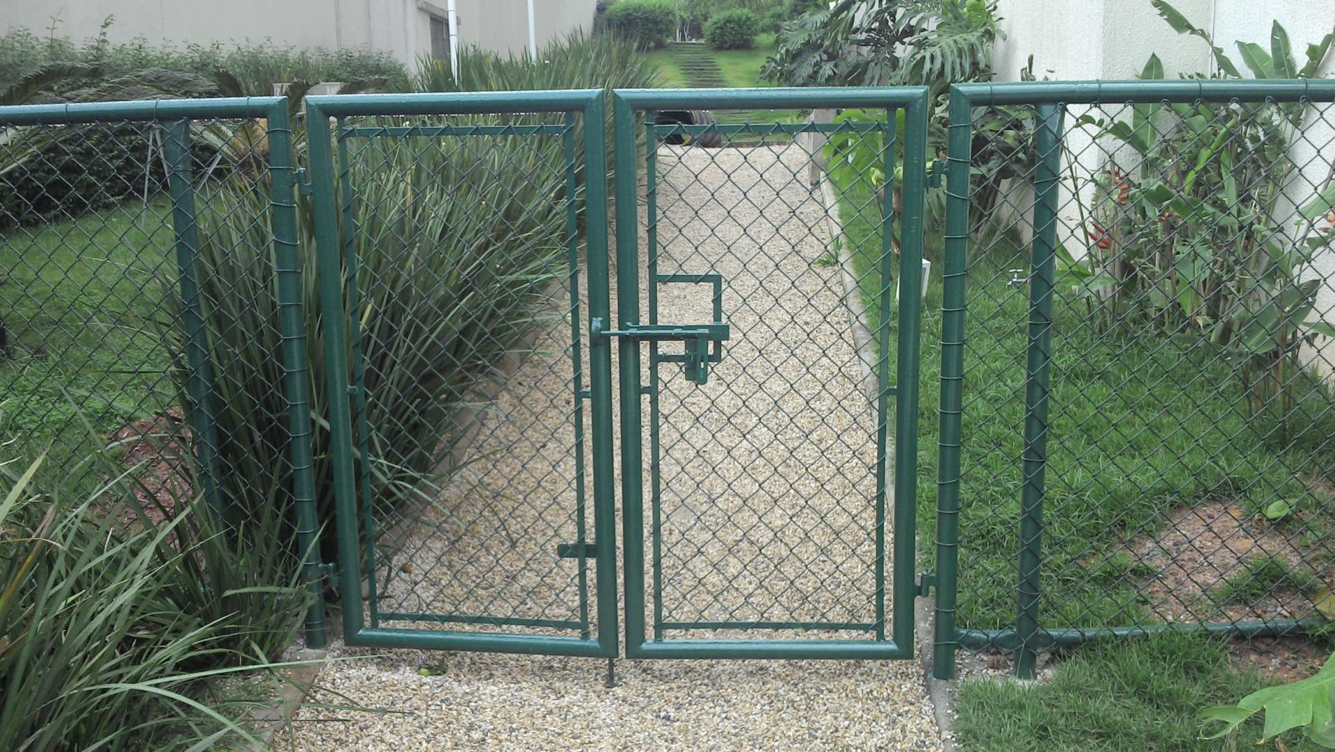 Portão em Alambrado